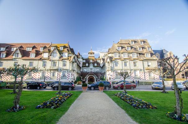 Enface du casino de Deauville !