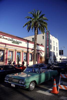 Voiture américaine des années 60 sur Hollywood Boulevard