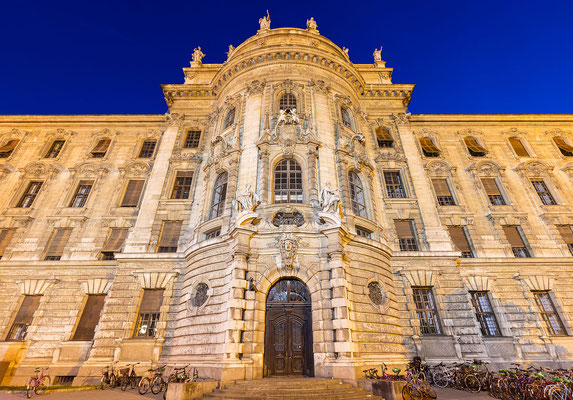 Le palais de justice de Munich ! Diego Delso [CC BY-SA 4.0 (http://creativecommons.org/licenses/by-sa/4.0)], via Wikimedia Commons