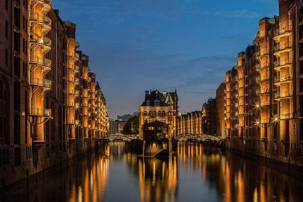 Les entrepôts de stockage de Hambourg classés à l'Unesco, un incontournable - By NielsFahrenkrog (Own work) [CC BY-SA 4.0 (http://creativecommons.org/licenses/by-sa/4.0)], via Wikimedia Commons
