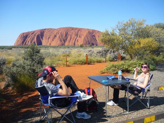 Pause casse-croute en face d'Uluru  - Tous droits réservés : Trip85.com