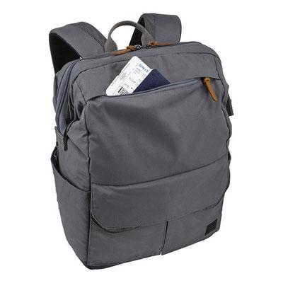 Pochette zippé sur le haut du sac à dos - Sac à dos Lodo - Crédit Photo : Case Logic