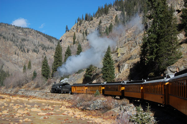 Mythique train qui relie Durango à Silverton ! By Milan Suvajac (Own work) [CC BY-SA 4.0 (http://creativecommons.org/licenses/by-sa/4.0)], via Wikimedia Commons