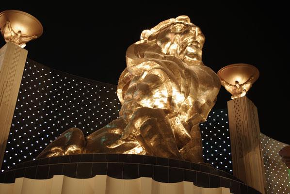 Le Lion devant le MGM Grand