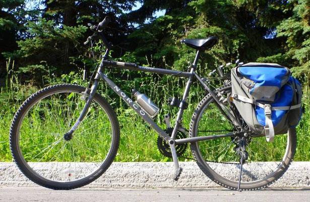 Une photo de Solange, mon vélo actuel sur lequel je m'entraîne à rouler et je pratique la mécanique - Source : Anick-Marie (Globestoppeuse.com)