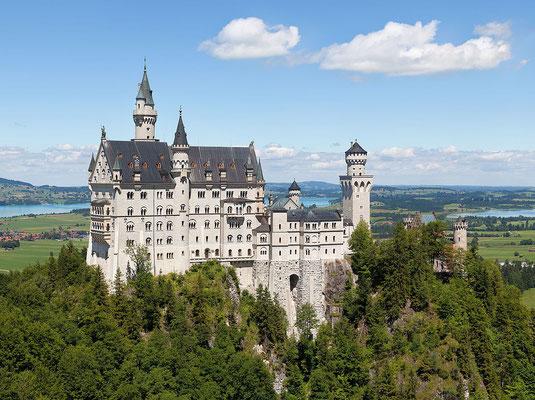 Le château de Neuschwanstein - Thomas Wolf, www.foto-tw.de [CC BY-SA 3.0 de (http://creativecommons.org/licenses/by-sa/3.0/de/deed.en)], via Wikimedia Commons
