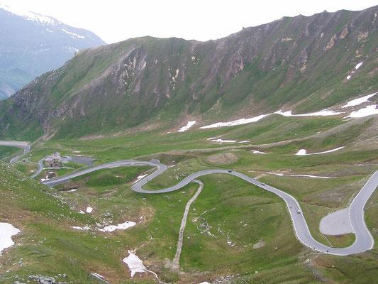 Grossglockner, la route alpine la plus haute d'Autriche - Accrochoc sur Wikipedia français [GFDL (http://www.gnu.org/copyleft/fdl.html), GFDL (http://www.gnu.org/copyleft/fdl.html) ou CC BY-SA 3.0 (http://creativecommons.org/licenses/by-sa/3.0)], via Wiki