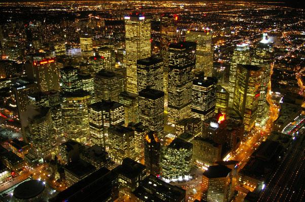 Vue de nuit depuis la CN Tower, Toronto - Copyright Trip85.com