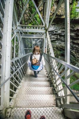 les escaliers pour descendre au fond du gouffre