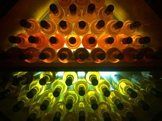 Les bouteills de Jurançon sont très bien mises en valeur !