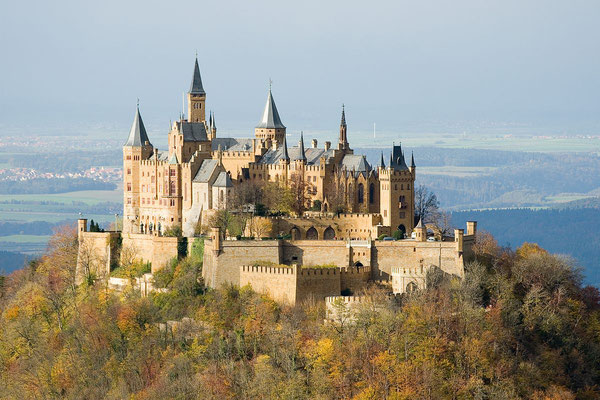Le château de Hohenzollern - By A. Kniesel (= User:-donald-), Lauffen (Own work) [CC BY-SA 2.0 de (http://creativecommons.org/licenses/by-sa/2.0/de/deed.en), GFDL (http://www.gnu.org/copyleft/fdl.html) or CC-BY-SA-3.0 (http://creativecommons.org/licenses/