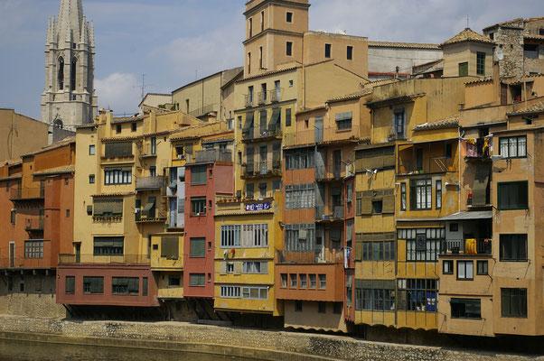 Vue sur les maisons colorées de Gérone ! Crédit Photo : Trip85.com