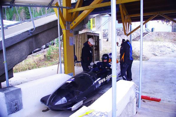 On se prépare pour descendre la piste olympique de Lillehammer !