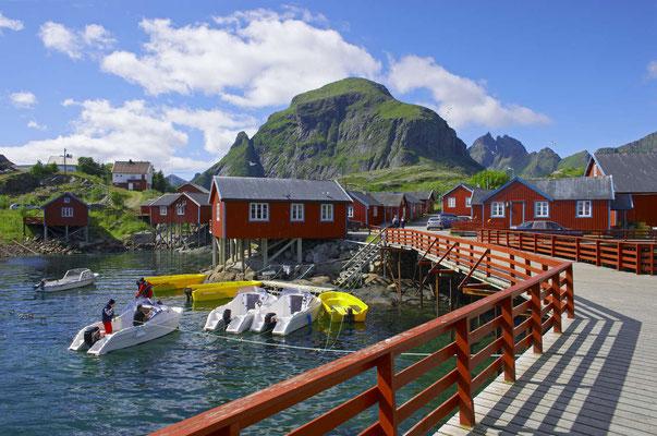 Vue sur les maisons rouges à Moskenes dans les Lofoten - Crédit Photo :  Baard Loeken - Moskenes - Source : nordnorge.com