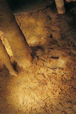 Les formations en triangle. elles sont très rares.  - Crédit Photo : gouffre-proumeyssac.com