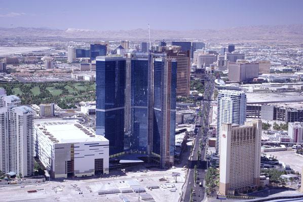 Vue sur le Strip de Las Vegas depuis le sommet de le Stratosphere Hotel !