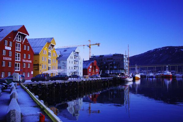 Vue sur les maison typique du port de Tromso
