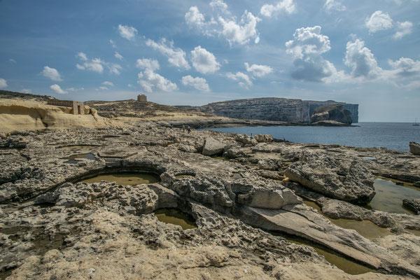 vue sur la côte escarpée de Gozo !