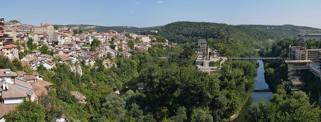 Vue panoramique sur la ville de Veliko Tarnovo  - By Pudelek (Marcin Szala) (Own work) [CC BY-SA 3.0 (http://creativecommons.org/licenses/by-sa/3.0)], via Wikimedia Commons