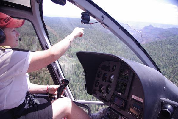 A bord de l'hélicoptère au-dessus du Grand Canyon