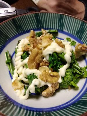 コゴミとクルミのマヨネーズ和え。マヨネーズも普段は豆腐で手づくりですが、今年は手抜きの市販品(笑)