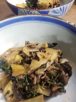タケノコとサンショの葉の中華炒め。