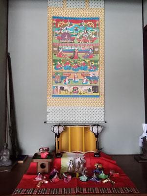 お客さま寝室の床の間には、中国地方山間部ならではの節句画掛け軸。