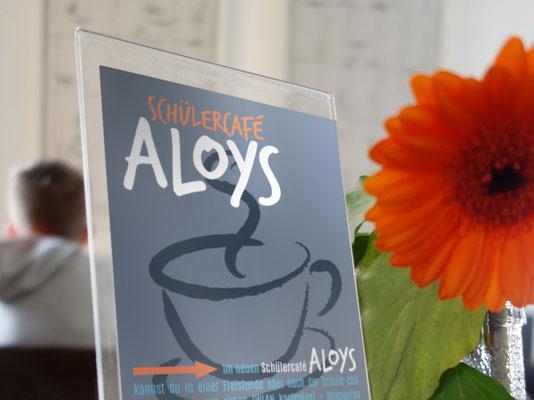 Tischaufsteller mit rückseitiger Preisliste für das Café | ©Andrea Osche – www.a-osche.de