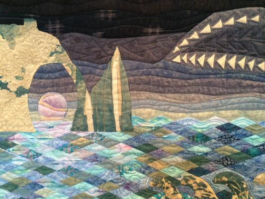 """""""Lever de lune sur Etretat"""", quilt sélectionné au concours """"Entre ciel et mer"""" de France Patchwork, Festival du lin 2017."""
