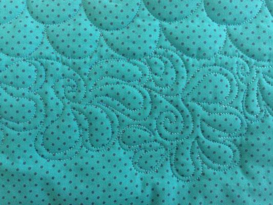 Essais avec fil polyester Fantastico de Superior Threads.
