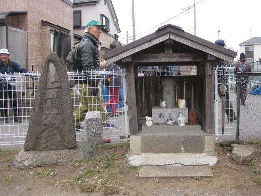 上菅田の石仏・石塔(二十六夜塔、歳の神)
