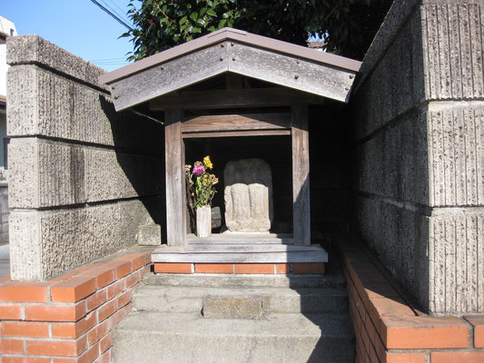 今宿村の双体道祖神(ここから村の入り口)