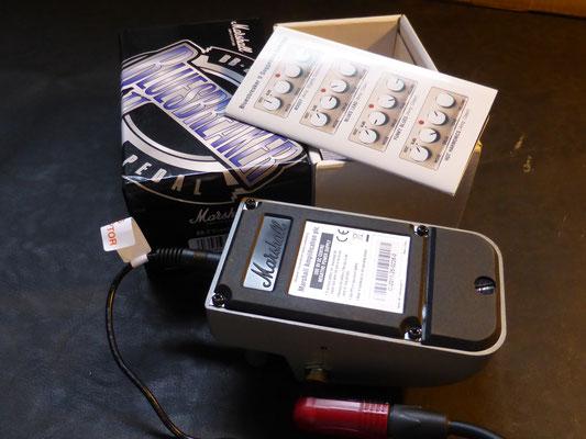 裏蓋の4本のスクリューをバッテリー部のスクリューを外せばオペを交換出来ます。