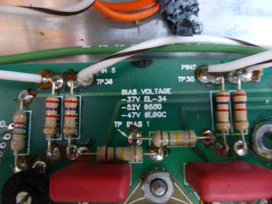EL34のBIASは-37Vです。リペアマンにとっては親切な配慮がされています。