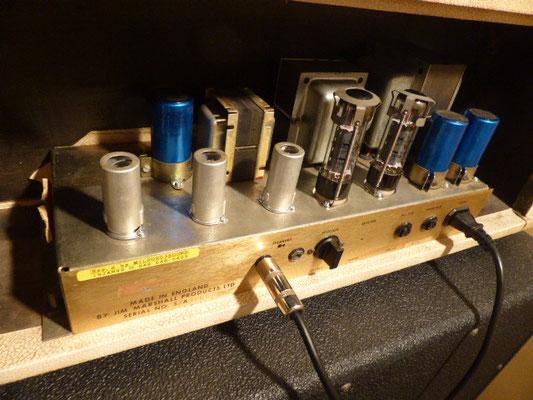 サウンド良い方向に変化しました。そこで3本共ECC83に変えてみると中低音がふくよかなサウンドに変化しました。