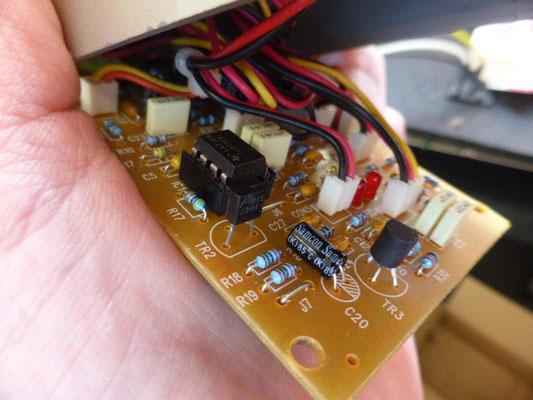 オペアンプはTL072CPを装着していましたが、今回の実験ではいろいろ試したかったのでソケット化しました。