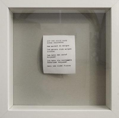 Auf der Suche nach einer Beziehung (Betreffzeilengedicht), 2019, Schreibmaschine auf Papier.