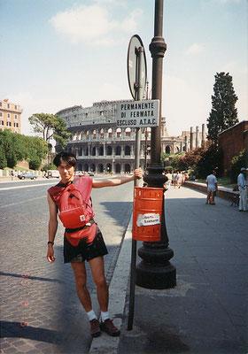 ローマ・コロッセオ近くにて
