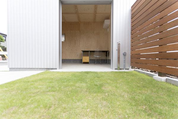 HermanMiller_Eames Desks and Storage Units