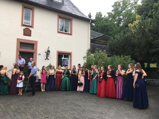 Weinköniginnen Mittelmosel beim Kestener Strassenfest