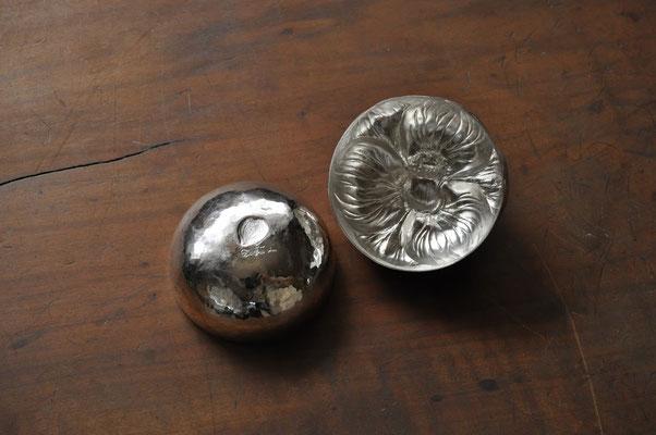 椿 サイズ:5.5x5.5cm  素材:silver1000(純銀)