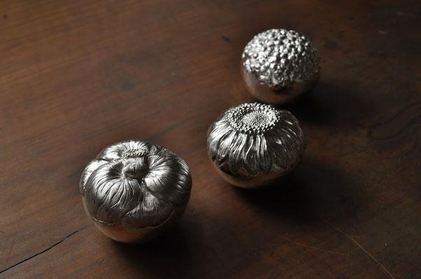 紫陽花、向日葵、椿  サイズ:5.5x5.5cm  素材:silver1000(純銀)