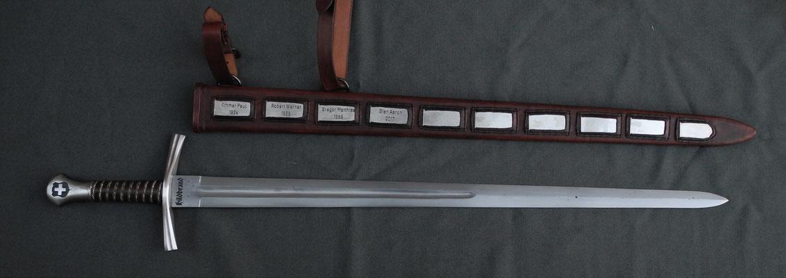 Schwertscheide mit Holzkern und Einschubfächern für Namensschilder - Schmiedearbeiten (Waffenschmiede Zürcher)