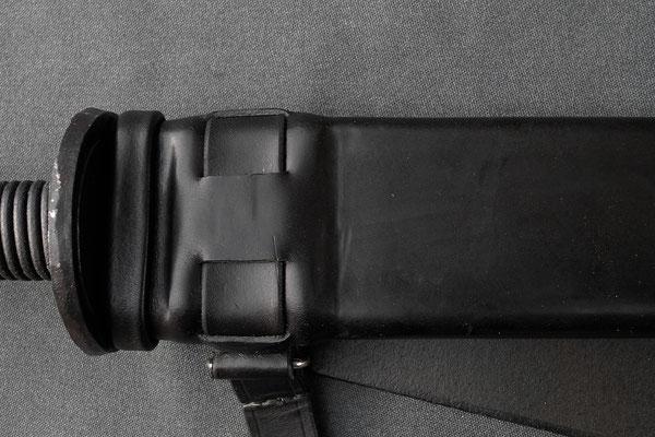 Rückenscheide mit Holzkern - Schmiedearbeiten (Waffenschmiede Zürcher)