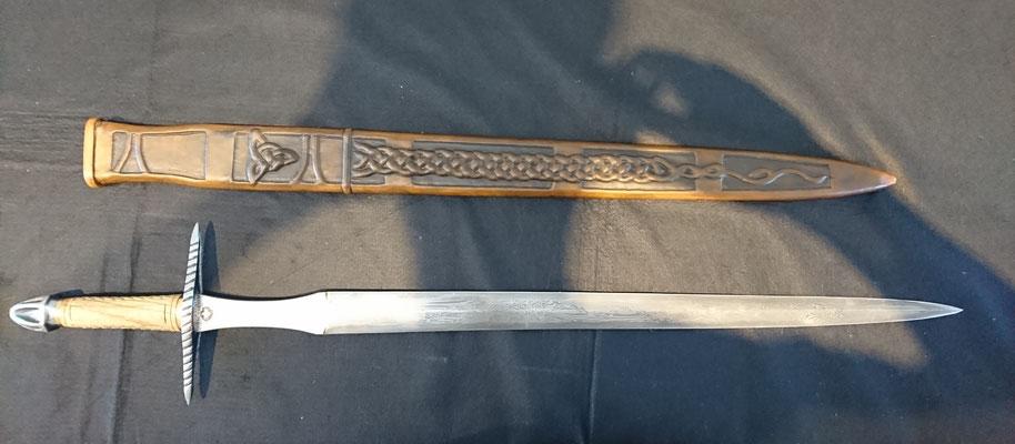 Schwertscheide mit Holzkern und Stahlverstärkung - Schmiedearbeiten (Waffenschmiede Zürcher)