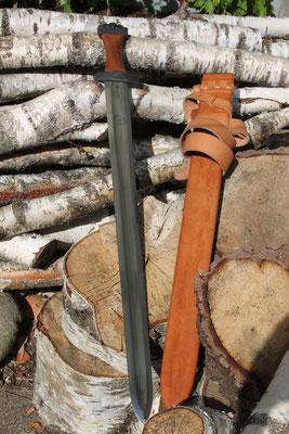 Schwertscheide mit Holzkern - Schmiedearbeiten (Simon Beyeler)