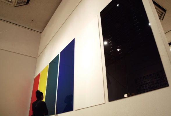 《100 words》/2010/アクリル板にシルクスクリーン/つくば美術館