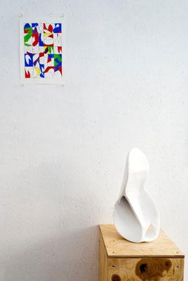《い・しのかたち》/2015/160×100×330/段ボール、紙粘土、白色地塗り剤