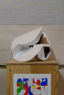 《い・しのかたち(複製)》/2015/200×170×190/段ボール、紙粘土、白色地塗り剤
