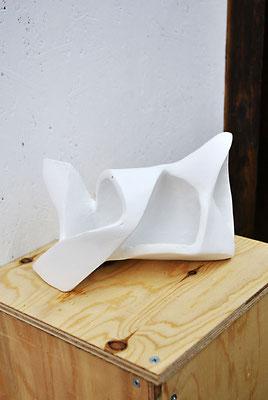《い・しのかたち》/2015/200×130×130/段ボール、紙粘土、白色地塗り剤